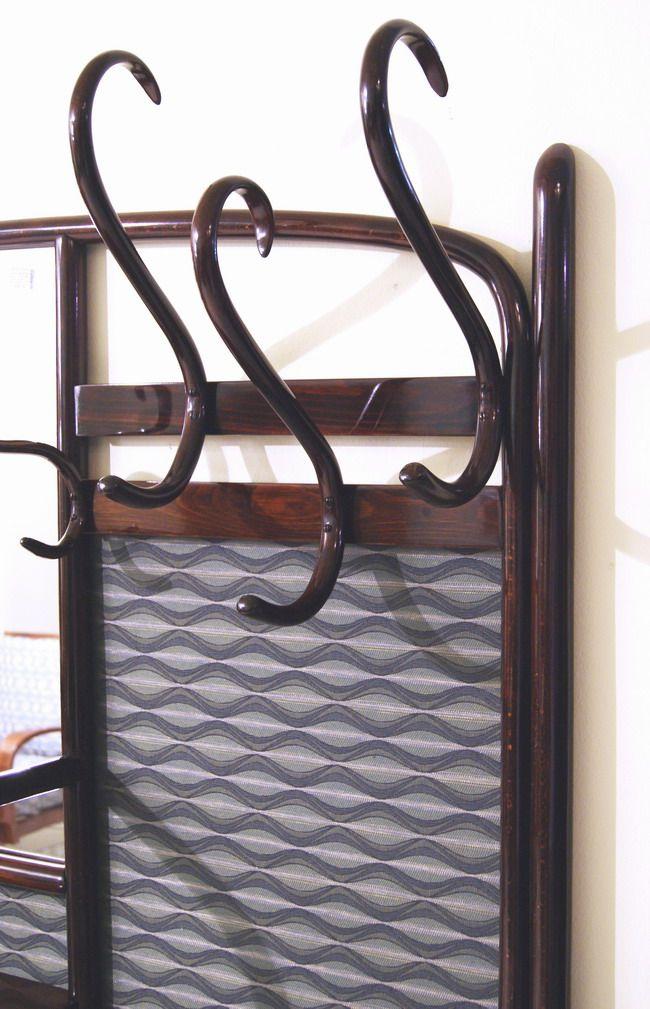 thonet grosse garderobe mahagoni gebeizt handpoliert coat. Black Bedroom Furniture Sets. Home Design Ideas