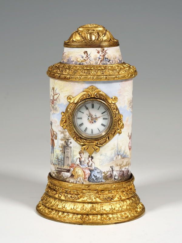 Wiener Email Tischuhr mit Watteaumalerie Feuervergoldung Viennese Enamel table clock Watteau scenes fire-gilding circa 1880